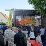 Bibulibustag 2015, Menschen vor der Bühne bei Achim Menzel in Neuzelle (Foto: Stefan Fritsche)