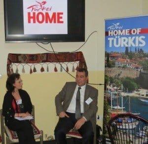 Botschaftsrat Dr. Tahsin Yilmaz mit Martina E. Klöckner-Scherfeld Fotos: Matthias Dikert