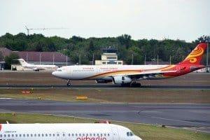 Airbus der Hainan Airlines aus Peking landet soeben in Berlin-Tegel