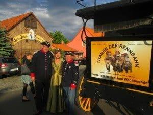 Die Beelitzer Spargelkönigin mit Postkutschern aus Brück am Spargelhof Jakobs