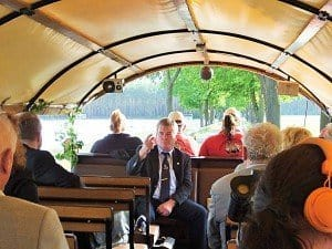 Burkhard Haseloff informiert im Kremser über das Festival Titanen der Rennbahn