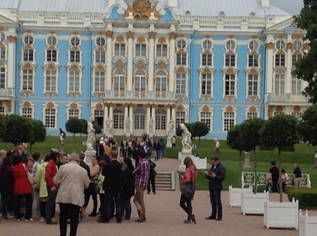 Viel besucht : Der Katharinenhof in Zarskoje Selo, dem Versailles von   St. Petersburg Foto: H.G. Schubert