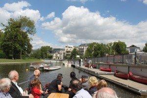 CTOURisten auf Motorboot im neuen Stadthafen Leipzig