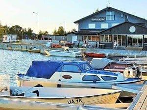 """Ein Muss für Umeå-Touristen ist die außerhalb direkt am Meer gelegene Fischgaststätte """"Kvarken Fisk"""". Fotos: Manfred Weghenkel"""