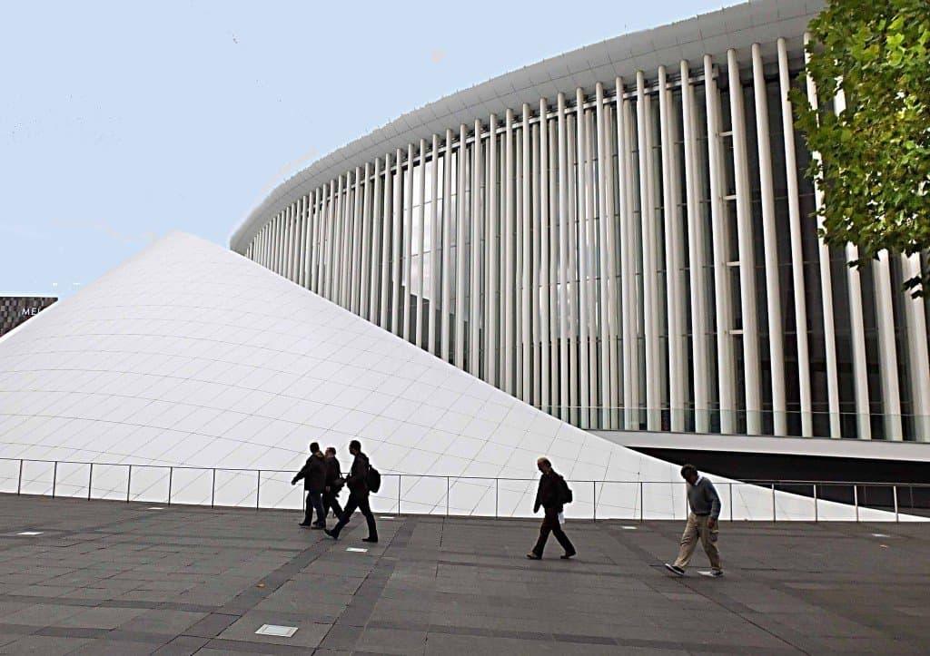 Auch die futuristisch gebaute Philharmonie Luxemburg ist eine Besucherattraktion auf dem Kirchberg-Plateau