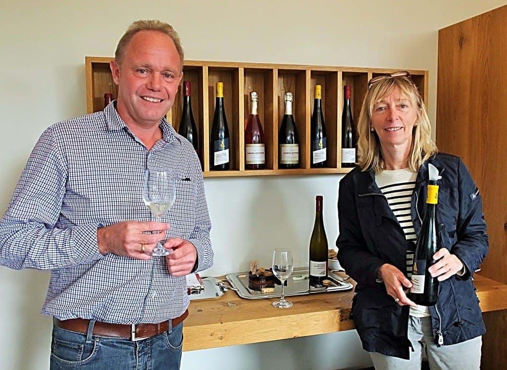Die bereits in der 5. Generation von den Geschwistern Sunnen-Hoffmann betriebene gleichnamige Domaine in Remerschen (9 ha) produziert pro Saison 50. 000 Flaschen erstklassiger Bio-Weine, die man dort auch probieren kann