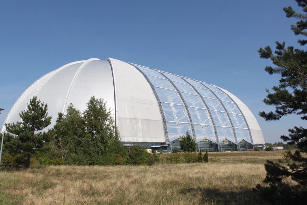 Eine der größten freitragenden Hallen der Welt erwartet die Besucher