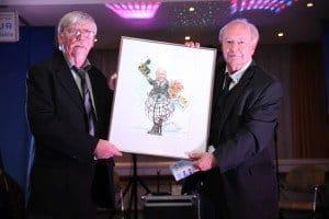 Peter Muzeniek (l.) gestaltete die Karikatur für unseren Vorstandssprecher