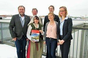Präsentierten die Wartburgstadt Eisenach in Berlin (v. r. n. l.): OB Katja Wolf, Tourismuschefin Heidi Günther, Dr. Jochen Birkenmeier (Lutherhaus), Gästeführerin Ina Conrad, Dr. Jörg Hansen (Bachhaus), Andreas Volkert (Wartburgstiftung).