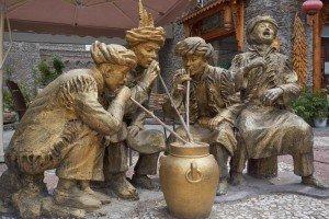 """Hochprozentige Tradition der Qiangs: """"Alkohol saugen"""""""