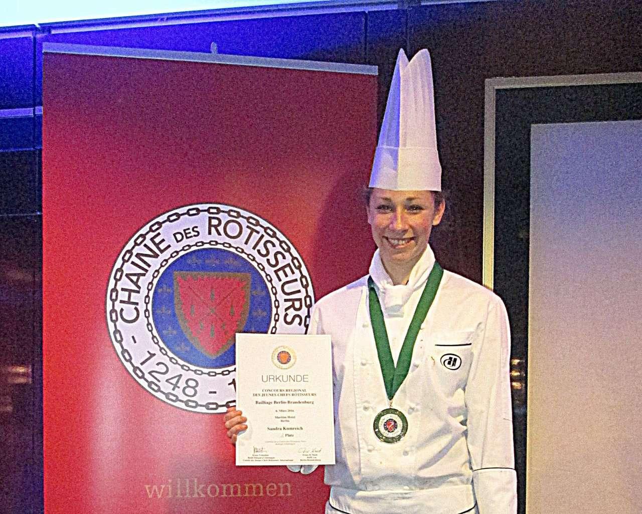 Hat gut lachen - die Erstplazierte Sandra Krumreich darf für Berlin-Brandenburg beim nationalen Wettbewerb in Frankfurt/Main antreten