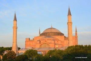 Das weltberühmte Wahrzeichen von Istanbul - die Hagia Sophia im Spot der untergehenden Sonne Foto: Harald Schmidt