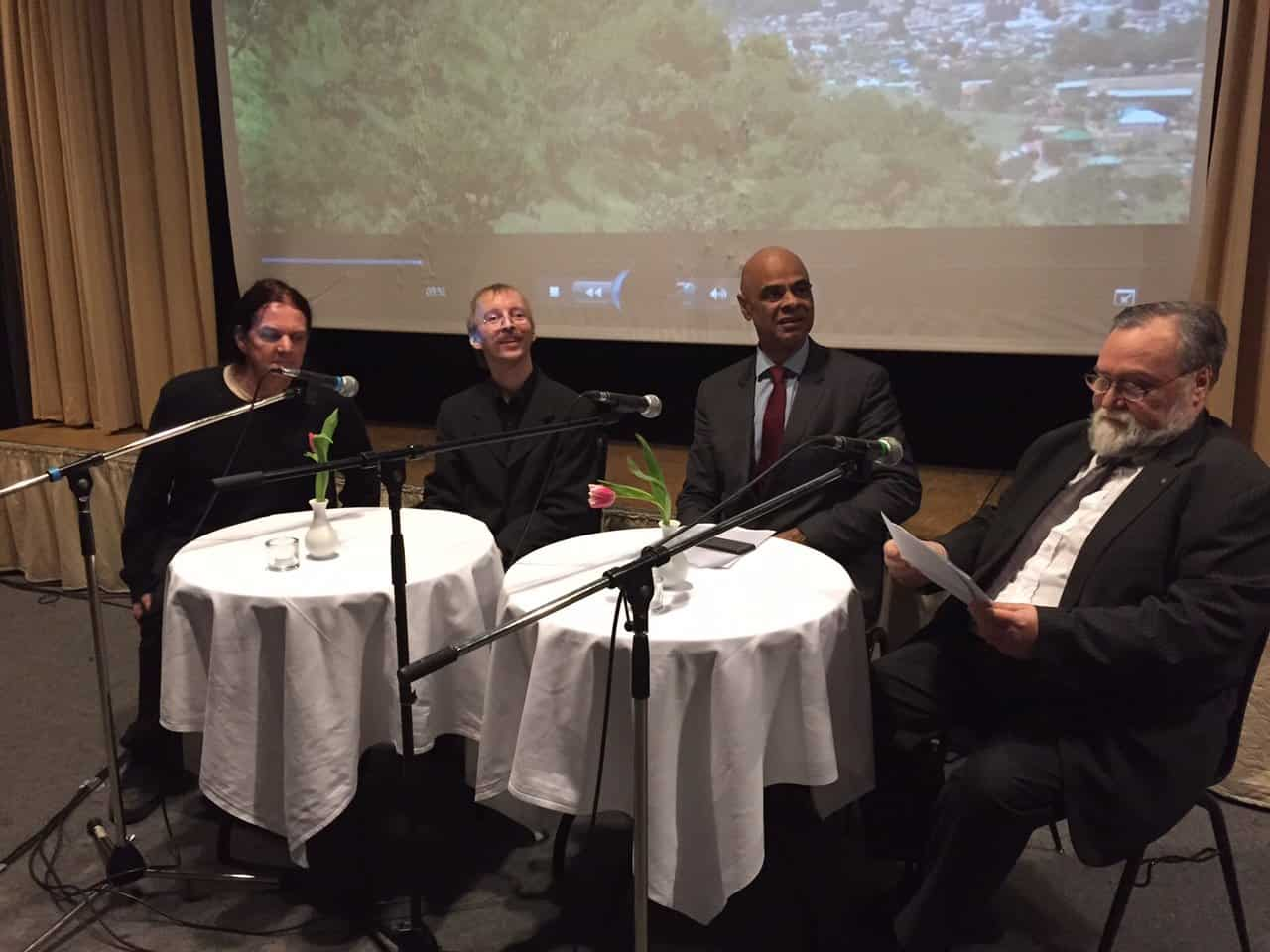 Jeremy de Luca, Mike Hampe und Charles M. Huber (v.l.n.r.) beantworten Fragen zum Südsudan