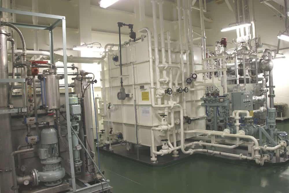 Frischwassererzeuger im Maschinenraum