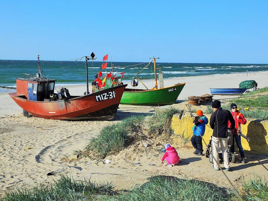 Malerische Fischerboote am Strand unweit vom Hotel. Fotos: M. Weghenkel