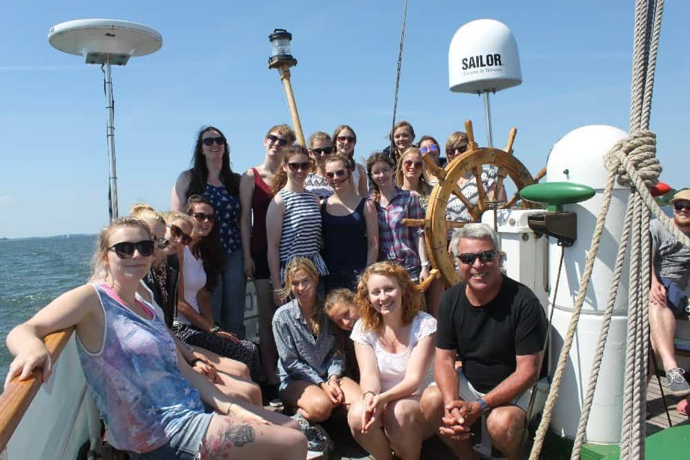 Dr. Peer Schmidt-Walther mit Tourismusstudenten der Fachhochschule Stralsund an Bord
