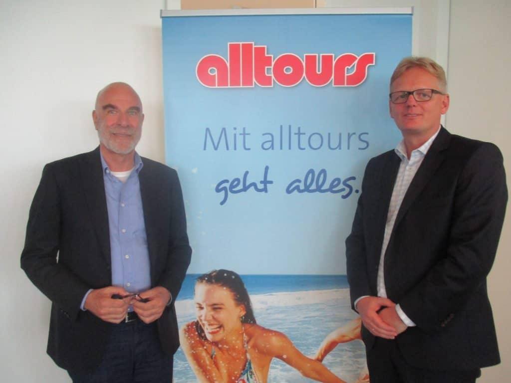 Willi Verhuven (Vorsitzender der Geschäftsführung), l. und Markus Daldrup (Geschäftsführer Touristik) nach der Präsentation der Winter-Programme in Düsseldorf
