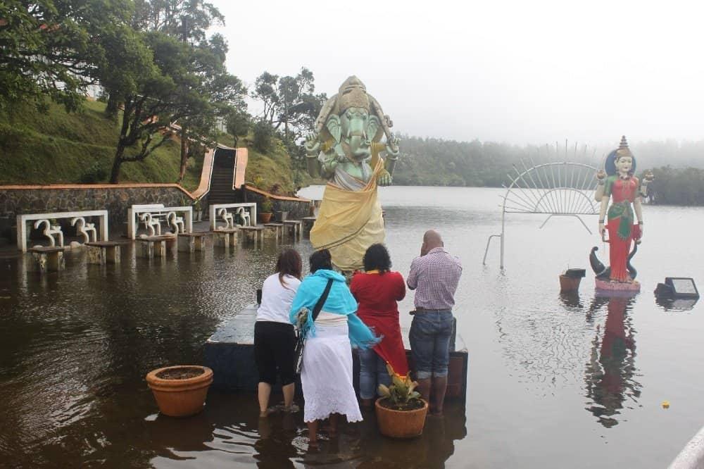 Hinduistische Pilgerstätte am Heiligen See Grand Bassin