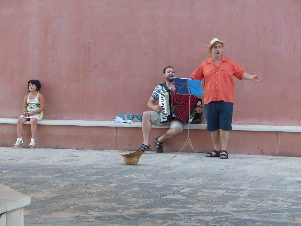 Straßenmusiker in der Altstadt von Rab