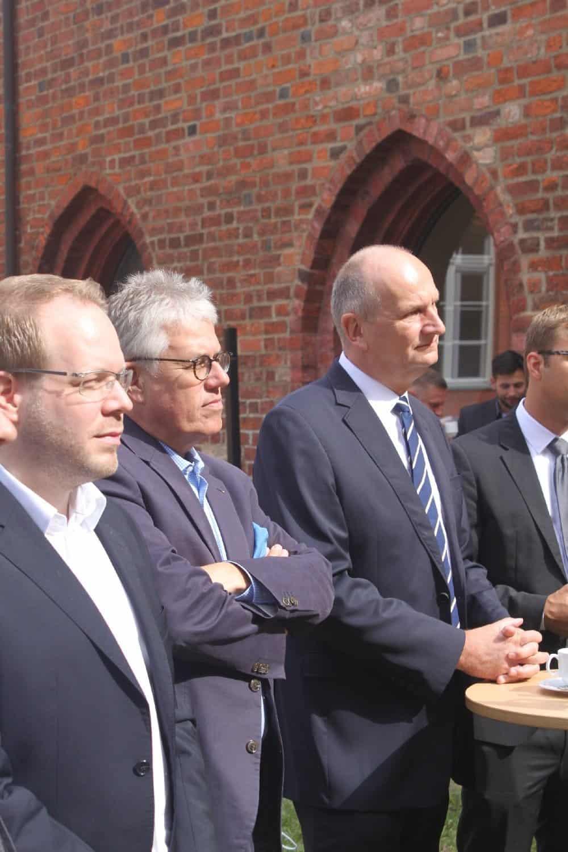 Ministerpräsident Dietmar Woidke mit TMB-Geschäftsführer Dieter Hütte und Fläming-Tourismus-Chef Daniel Sebastian Menzel (v. r.)