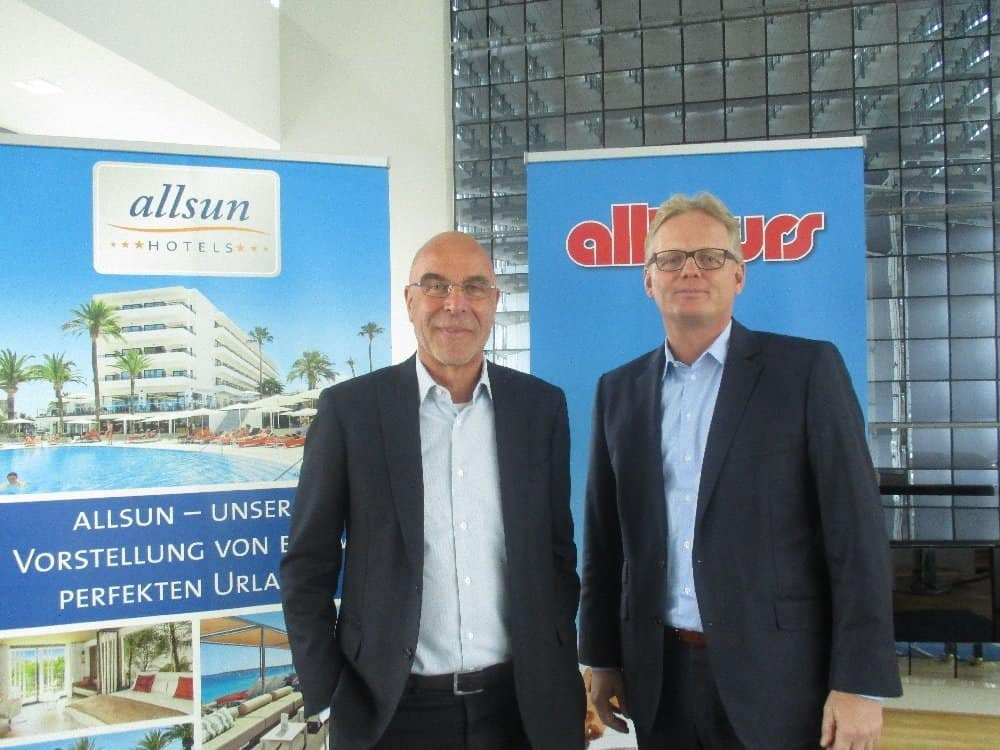 Markus Daldrup, Vorsitzender der Geschäftsführung der alltours flugreisen gmbh (r.) und Willi Verhuven, Geschäftsführer der allsun-Hotels