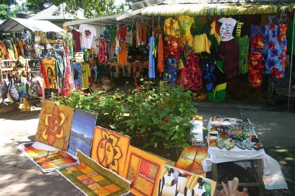 Jamaicanisches Handwerk auf einem Basar Foto: Hans-Peter Gaul