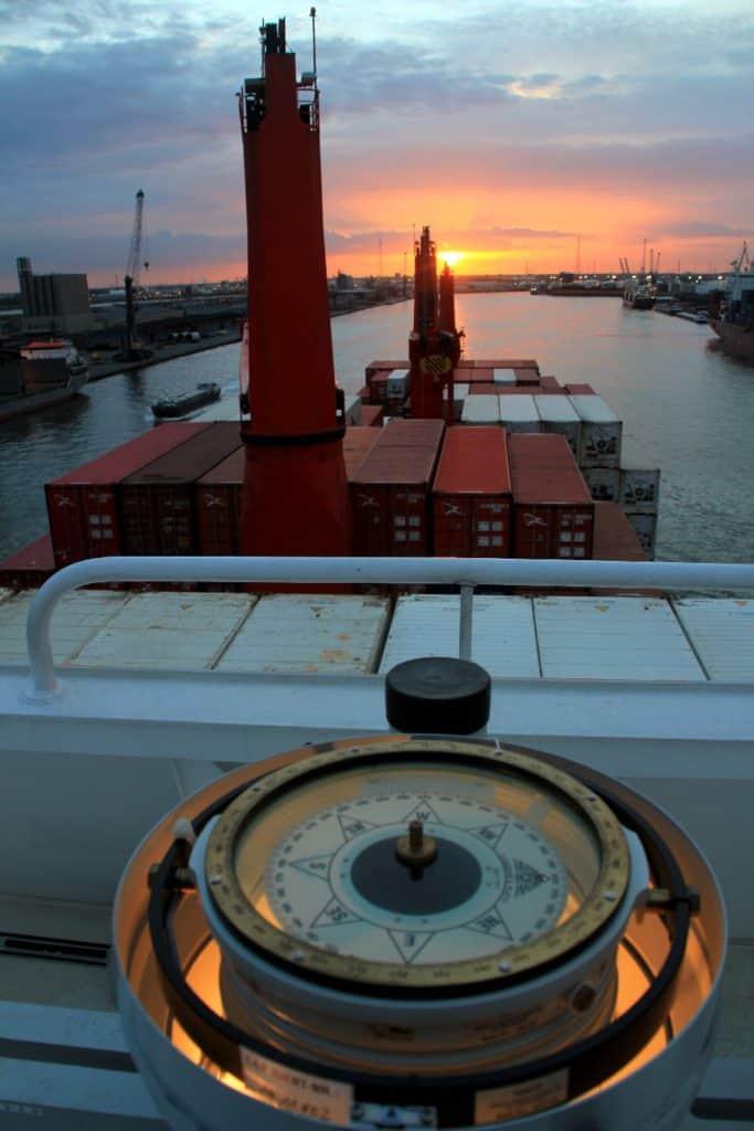 Auslaufen Antwerpen mit Kompass-Kurs Heimat