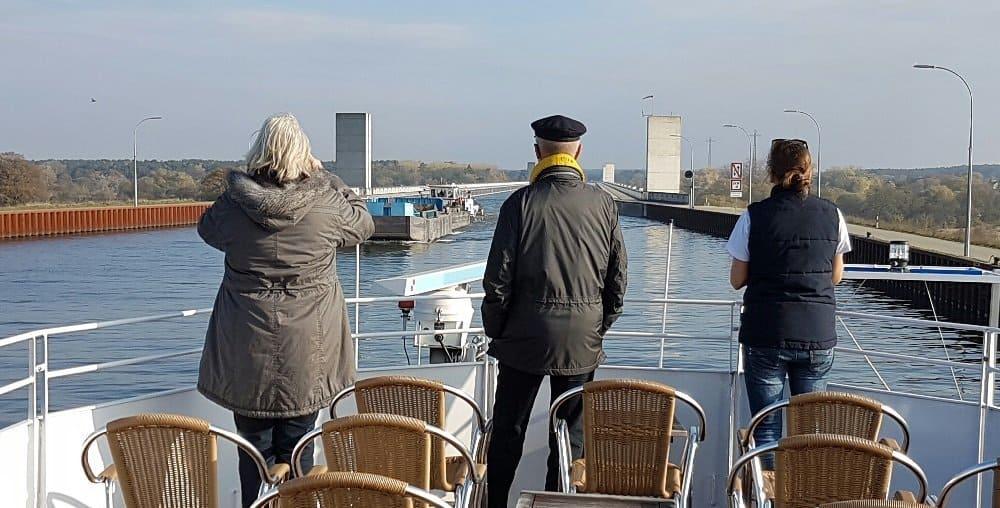 Auf dem Wasserstraßenkreuz Magdeburg über die Elbe