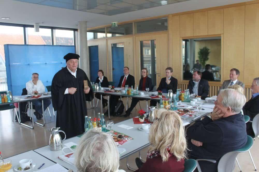 R. Bosecker als Luther während des Pressegesprächs in der Thüringer Landesvertretung