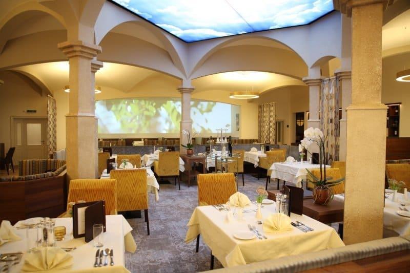 Der neu gestaltete Speisesaal im Hotel Almesberger.