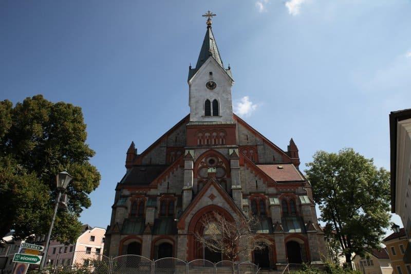 Die Pfarrkirche in Aigen-Schlägl mit einem Altar aus Carraramarmor.