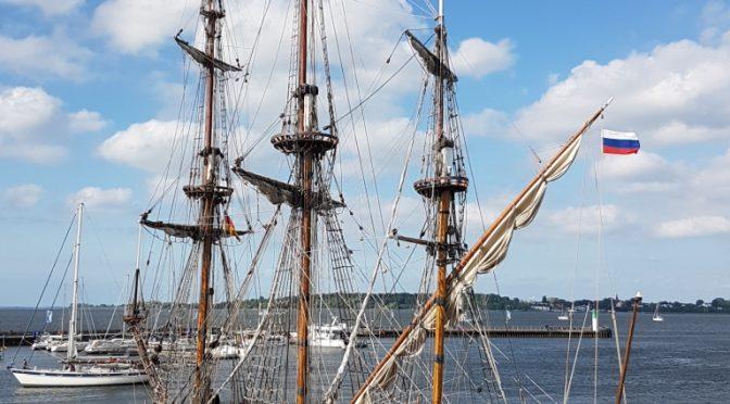 Historischer russischer Dreimaster erstmals in Stralsund