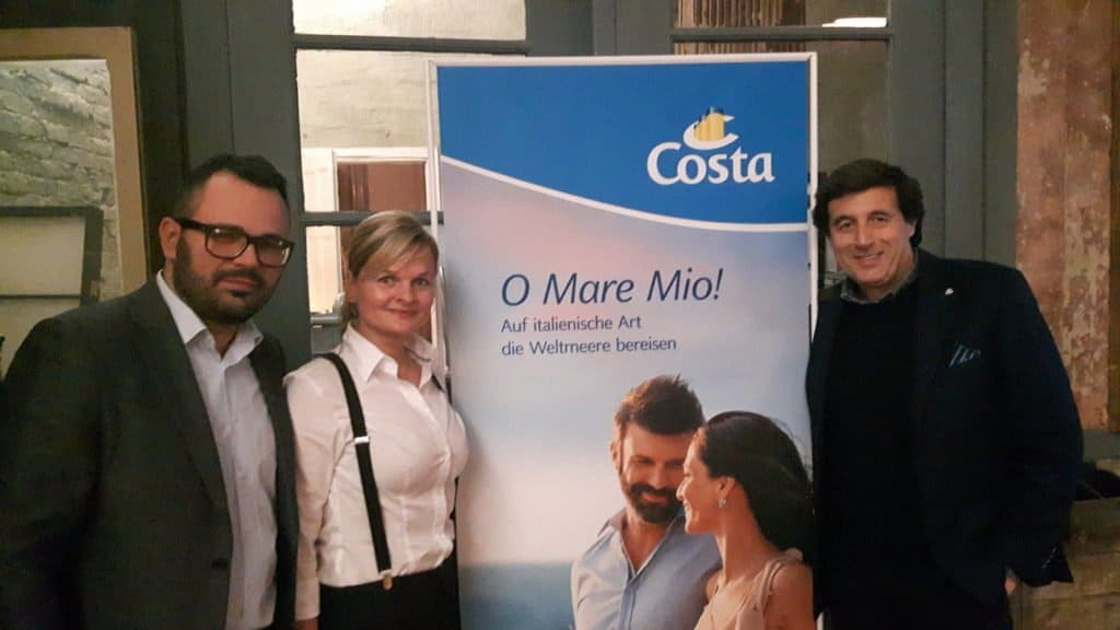 Bei COSTA-Roadshow in Berlin: Marketing-Manager Massimo Arnoldi, Vertriebsleiterin Ulrike Conrad und Online-Manager Stefano Pesce (v. r.)