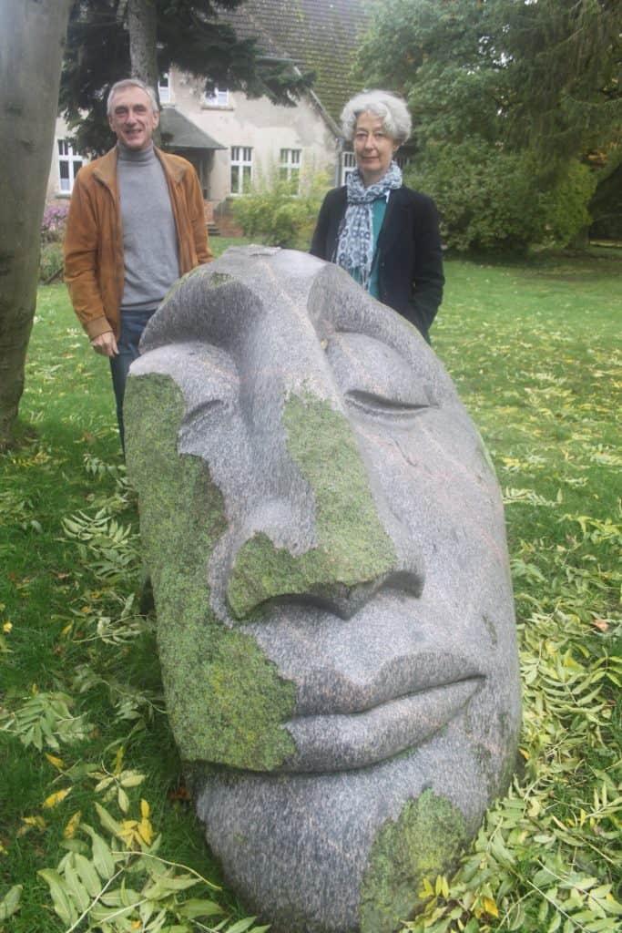Karina Schulz (Usedom Tourismus) und Dr. Klaus Kögler in Liepe